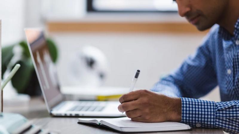 Как учесть оплату обучения сотрудников при расчёте налога на прибыль?