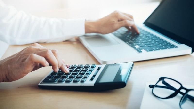 Как начислить зарплату в 1С