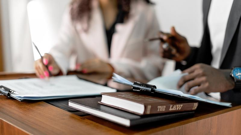 Налоговики выявили формальный документооборот, но суд разрешил учесть фактические расходы