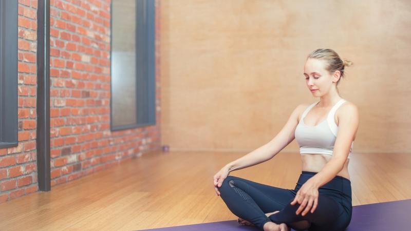 Йога в радость: простые упражнения для офиса