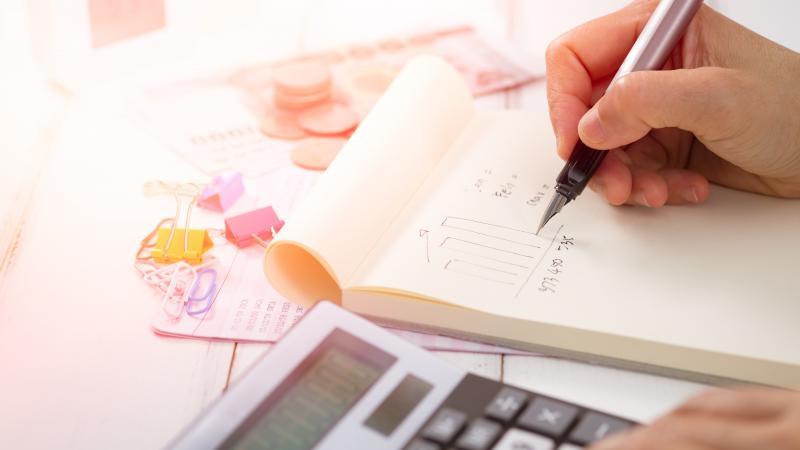 Как навести порядок в перерасчетах зарплаты