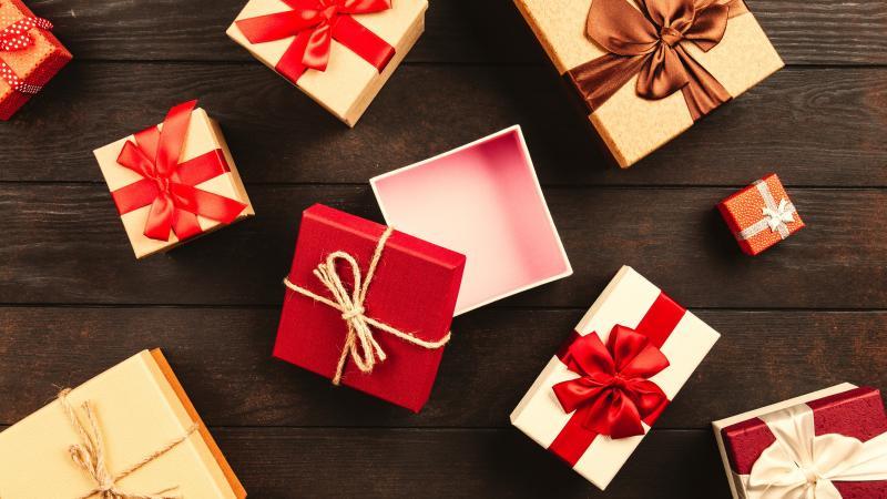 Как выбирать подарки коллегам?